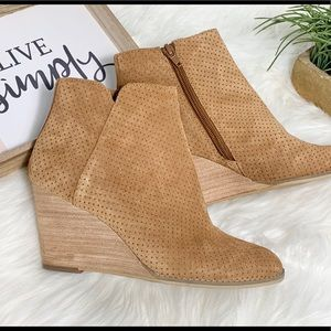 NWOT Susina wedge booties camel color size 7